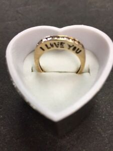 WOMEN'S 10 KT GOLD RING with DIAMONDS!