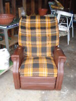 FREE Pair of Vintage Vinyl and Fabric Lazyboy Recliners FREE