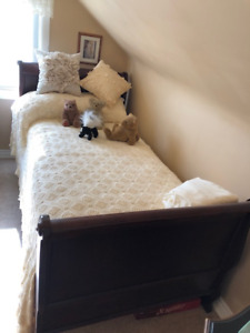 Twin sleigh bed with new mattress