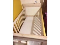 Great looking baby cot