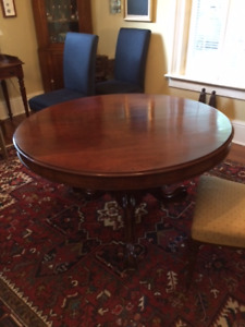 dining room table/4 chairs