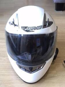Mens motorcycle helmet – Rjays GP3+ white. Size – Large. Sutherland Sutherland Area Preview