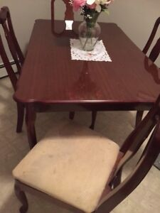 Dining room table with 4 matching chairs $100