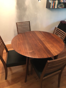 Beautiful Walnut Dining room table with 4 chairs