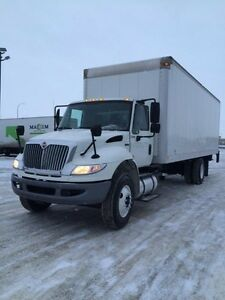 2013 International 4400 4x2, Used Dry Van