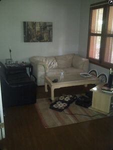 room for rent.  6 blocks from downtown at central and adelaide London Ontario image 7