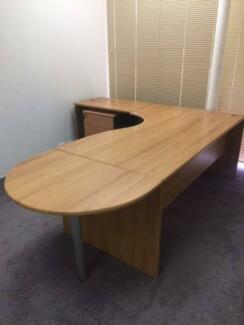 Free desk - collection only - Glynde area - today 12/10