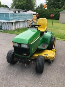 Tracteur à pelouse 445 John Deere avec souffleur