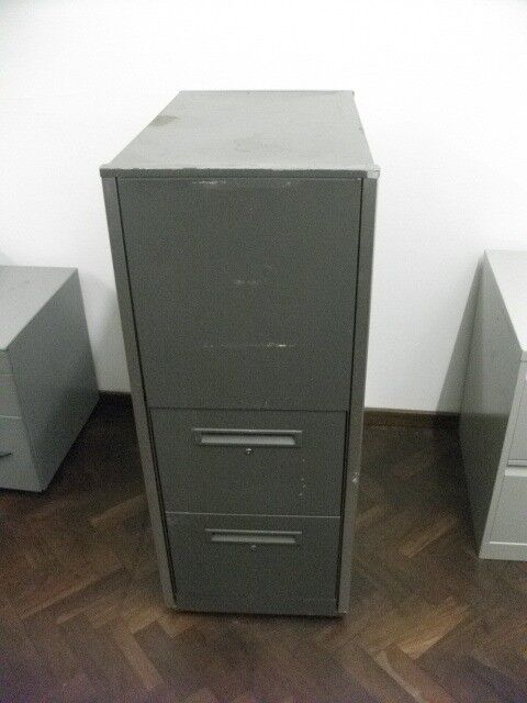 Filing Cabinet with Shelf . Made of metal .Size : H=119cm , W=48cm , D=80.5cm .