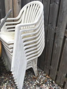 **  Deal-** White Plastic Lawn Chairs, 9 Folding, 10 Tub Style