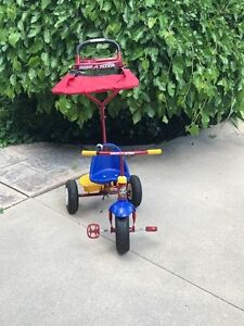Radio Flyer Tricyle with Umbrella, Storage, steering for parent