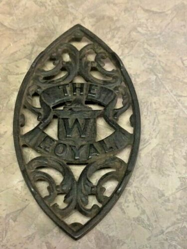 """THE RUNNING FOX """"W"""" ROYAL Oval Footed Metal Cast Sad Iron / Trivet Holder"""