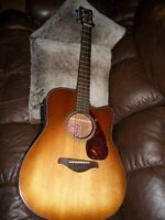YAMAHA FGX700SC  ACOUSTIC ELECTRIC AND PEAVEY AMP