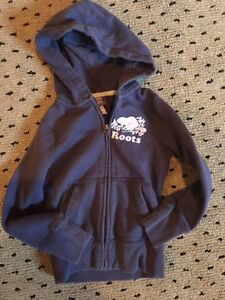 Unisex Roots zip up hoodie navy size 5-6 yrs