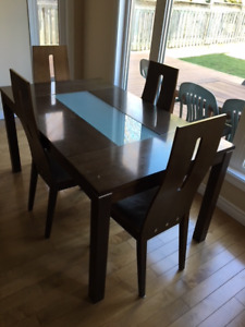 Dining room / kitchen table