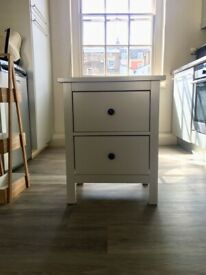 Clean and excellent capacity bedside table (white)