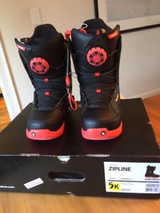 SNOWBOARDING BOOTS - YOUTH SIZE 5
