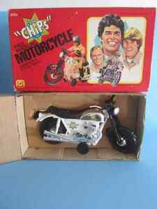 MEGO CHIPS FREE WHEELING MOTORCYCLE FOR 8 INCH FIGURE