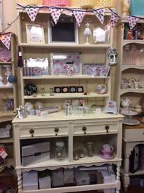 Dresser / shop display