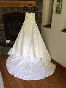 BEAUTIFUL wedding dress, hair piece and purse - FLEXIBLE FIT