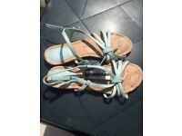 BNWT Women's Size 5 Sandals