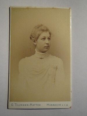 Mannheim - Frau im weißen Oberteil / CDV