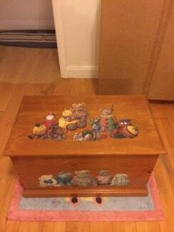 Wooden painted toy box Curl Curl Manly Area Preview