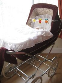 BEAUTIFUL ROYALE BABY PRAM IN EXCELLENT CONDITION