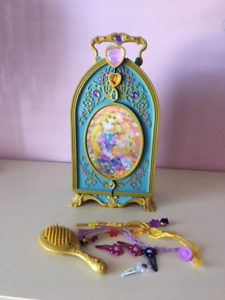 DISNEY RAPUNZEL HAIR STYLING CASE.