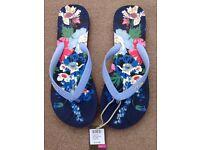 Joules navy floral flip flops size (NEW)