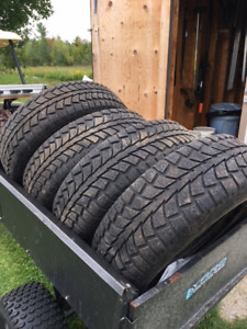 4 snow tires on rims - Excellent condition