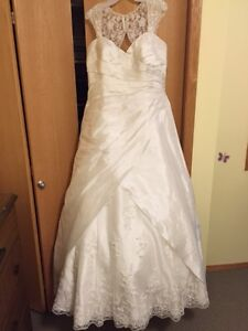 "Sincerity dress,Bride 5'11"" tall, purchased Aug, 3, 2016"