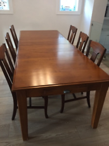 Dining Set - Pottery Barn - Solid Wood table with 6 chairs