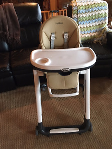 Peg Perego Siesta Leatherette High Chair in Noce