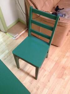 kid's Table and 5 Chairs -chaises  pour enfants  40$