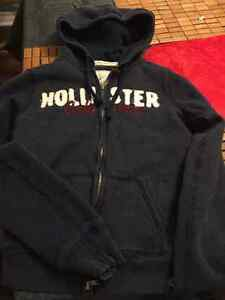 ladies size small hollister 4 sweaters and 2 t shirts all for$50