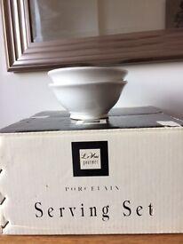 New- Le Vrai gourmet porcelain serving set- large serving bowl with 4+2 small bowls.