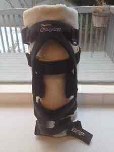 BREG KNEE BRACE * HIKING & CYCLING SEASON IS HERE* !!!!!