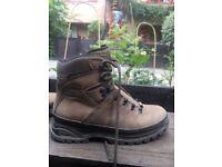 Walking / hiking boots in Nubuck leather+memory foam:MEINDL 39.5 UK 6 worn once RRP £210.00