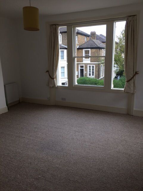 Richmond large one bedroom self contained flat, moments from station & town centre.