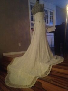 Stunning Lace Wedding Dress!!! Come see it you will Love it!