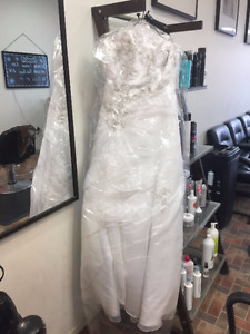 Brand New Never worn Wedding Gown for sale