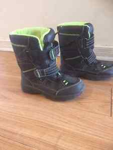 Snow Boots for boy Size 3 M Cornwall Ontario image 2