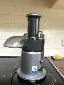 Fruit and vegetable Juicer for sale . Hardly used