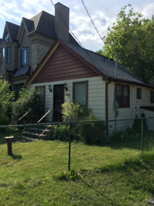 DETACHED RENOVATED, 2+1 BEDS, 2 BATHS, 2 CAR, LAKE WILCOX