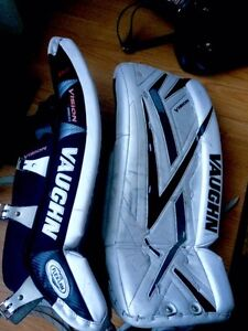 Vaughn Vision 9200 Youth Goalie Pads