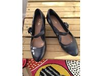 **CLARKS DENNY DATE - MARY JANE COURT SHOES - RRP £50- worn once - size 6.5- BARGAIN **