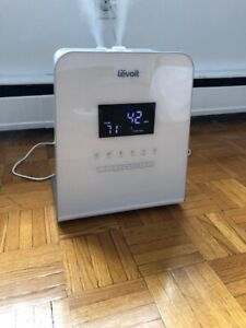 Lightly used Levoit humidifier. Works great. $15.
