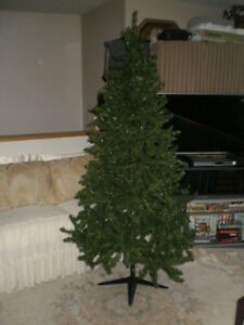 6.5' ARTIFICIAL GREEN CHRISTMAS TREE IN 3 SECTIONS & METAL STAND