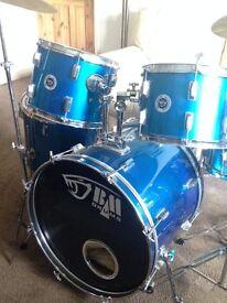 Full standard drum kit. Kick, Snare, 3 toms, 2 cymbals Hihat & stool
